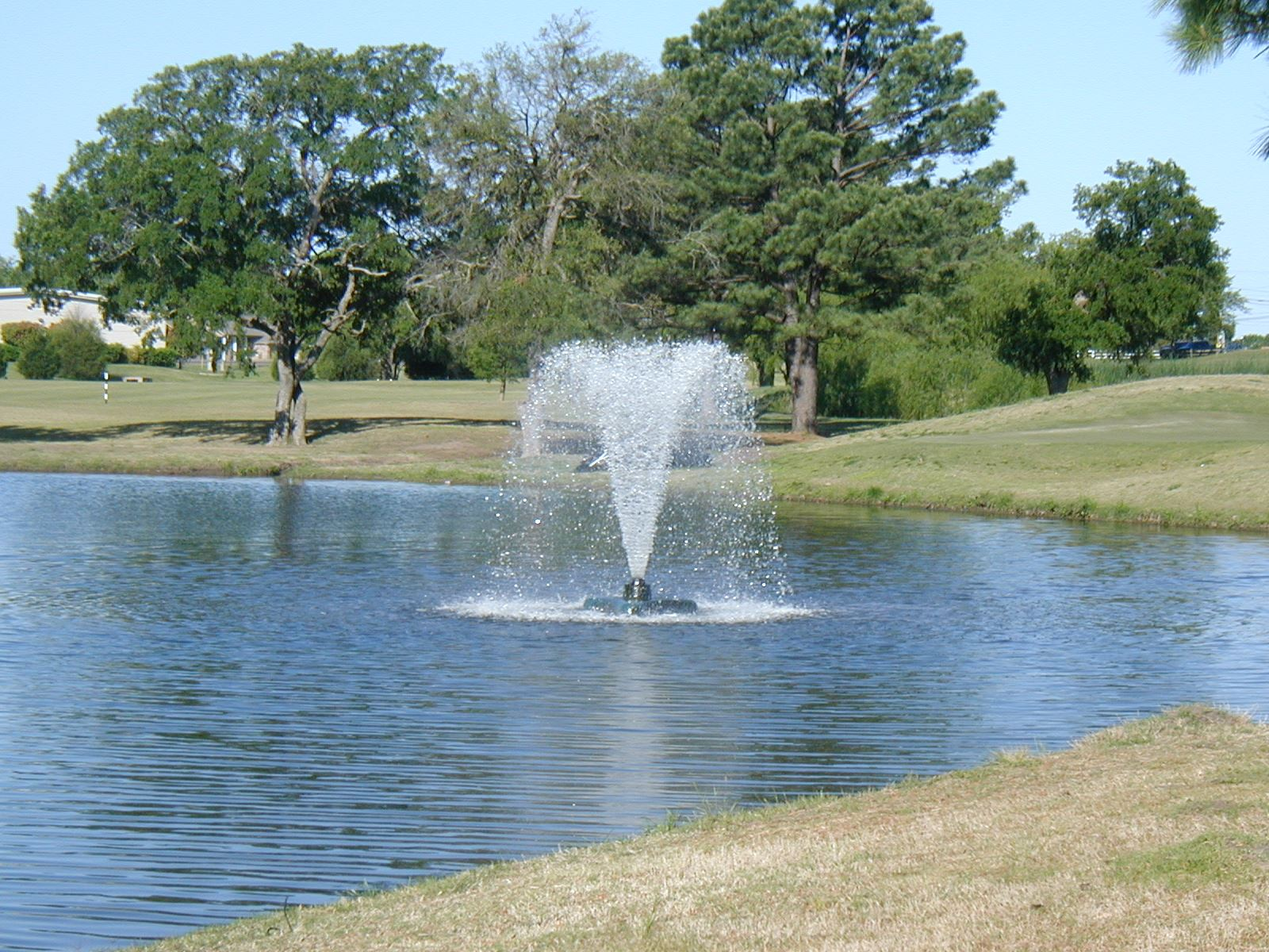 fountain at golf course 3